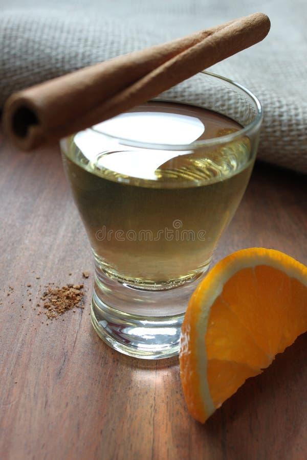 Guld- tequila royaltyfri fotografi