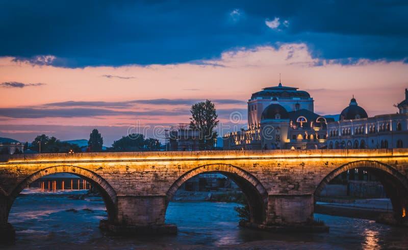 Guld- timme över den Skopje staden, Republiken Makedonien arkivfoto