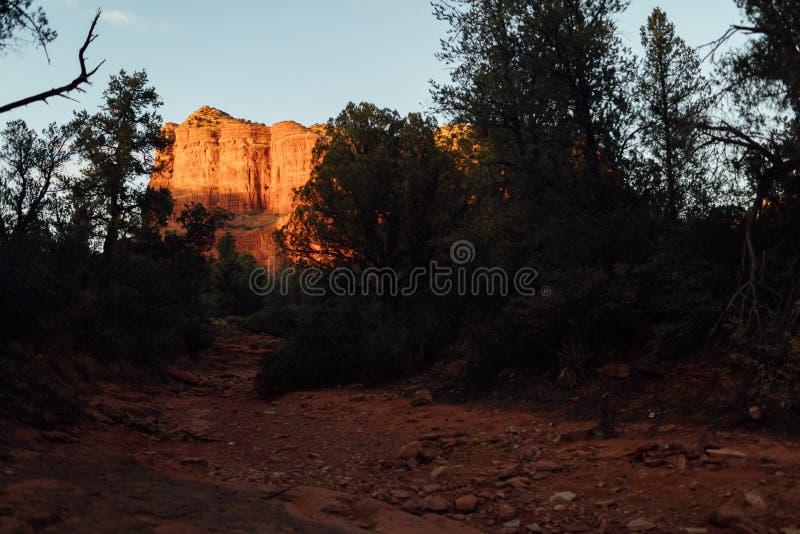 Guld- timme för domstolsbyggnadButteSedona solnedgång royaltyfri bild