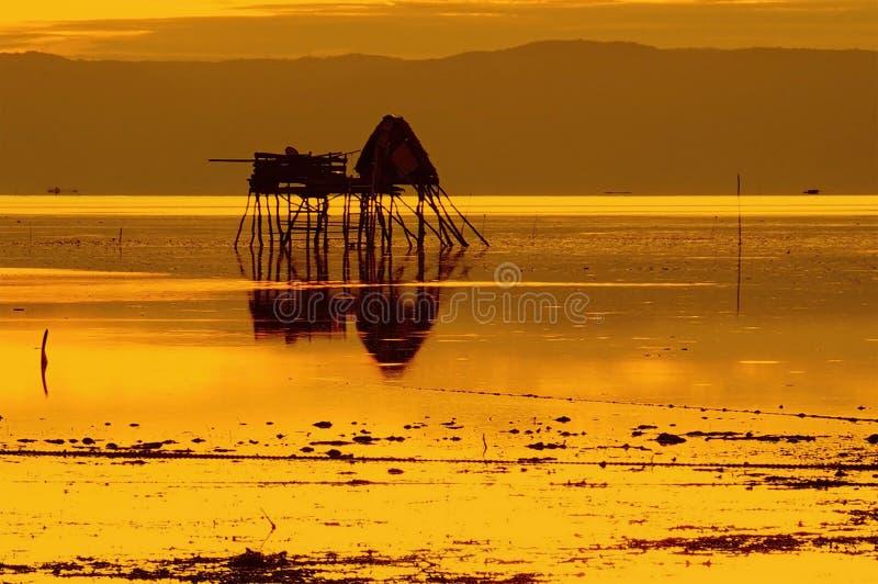 Guld- timme i ett fiskeläge royaltyfri foto