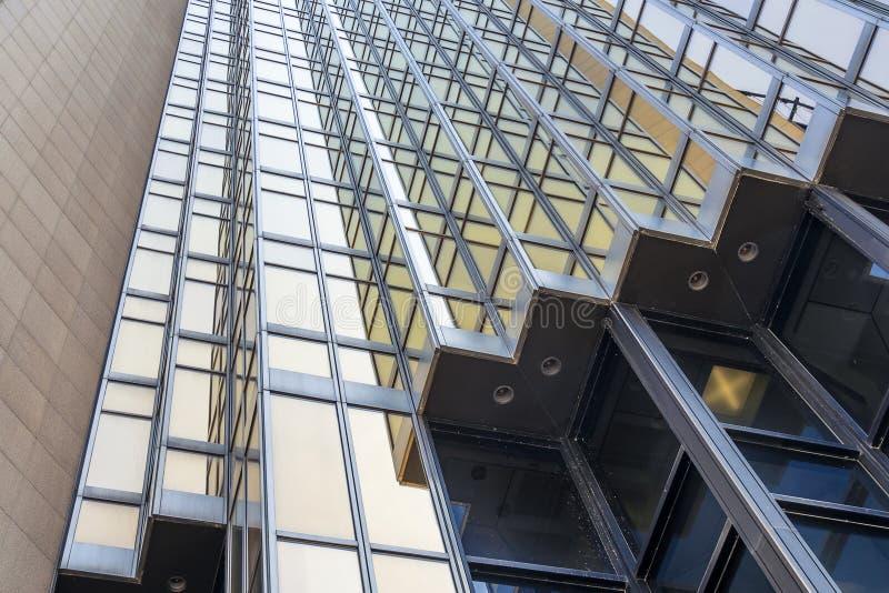 Guld- toner på en skyskrapa i Toronto royaltyfria bilder