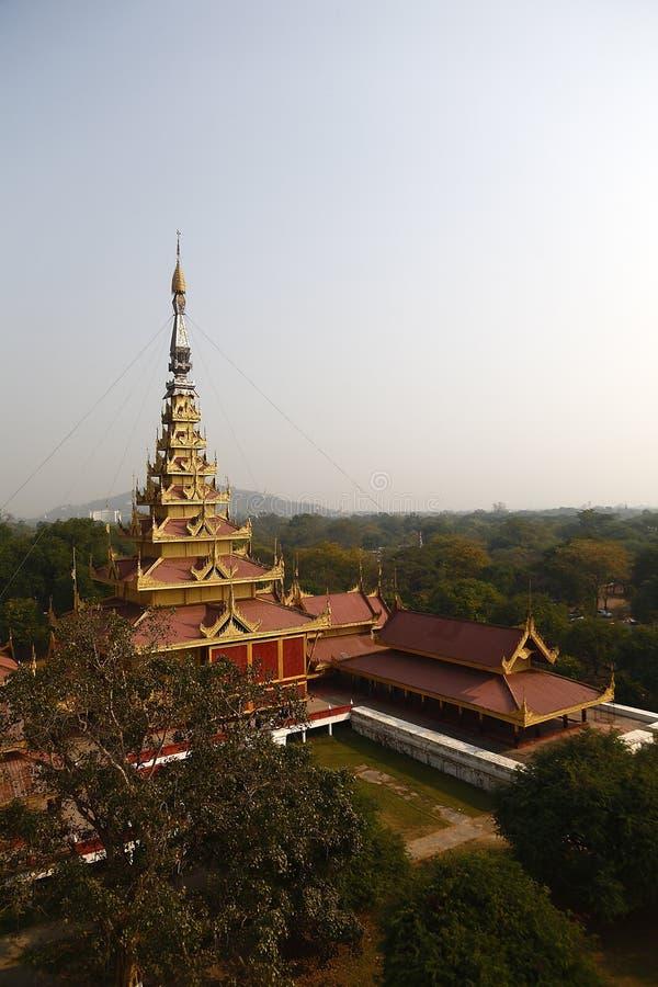 Guld- torn i den Mandalay slotten arkivbilder