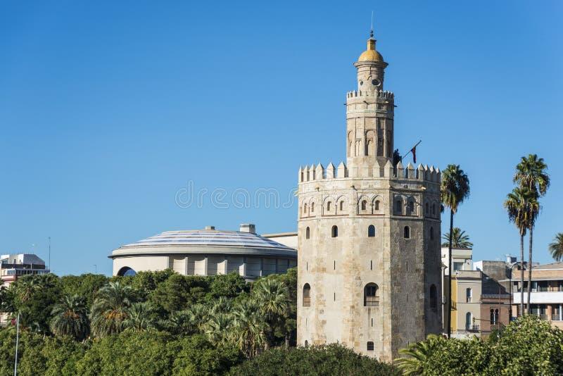 Guld- torn i Seville, sydliga Spanien arkivfoto