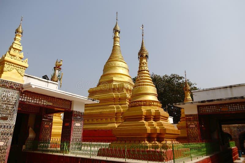 Guld- torn på den Mandalay kullen royaltyfria bilder