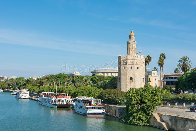 Guld- torn Seville Spanien royaltyfri fotografi