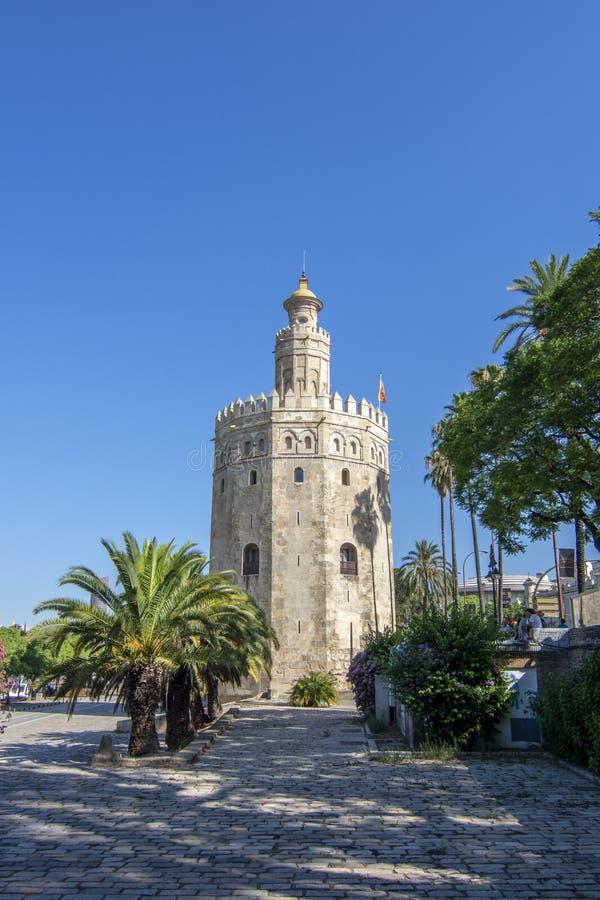 Guld- torn Torre del Oro i Sevilla, Andalusia, Spanien royaltyfria foton