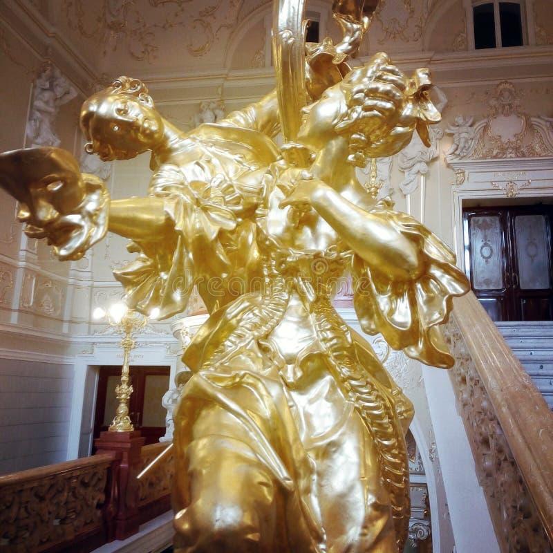 Guldpläterade skulpturer royaltyfri bild