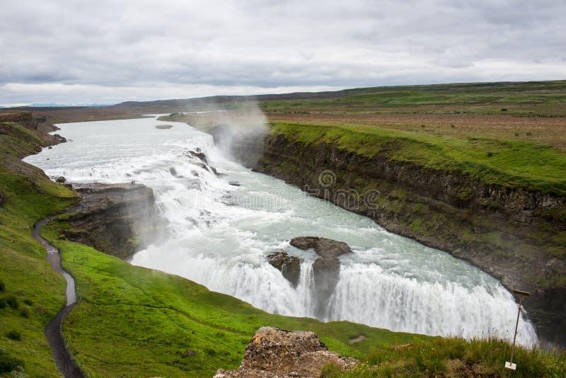 Gulfoss tombe en Islande images stock