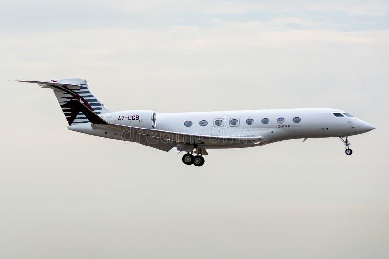 Gulfstream G650 operou-se pelo executivo de Catar na aterrissagem imagens de stock