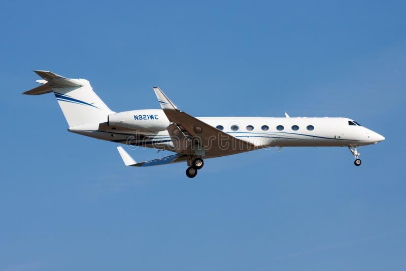 Gulfstreamg550 gv-SP N921WC particuliere sector het straal landen bij de Luchthaven van Frankfurt royalty-vrije stock afbeeldingen