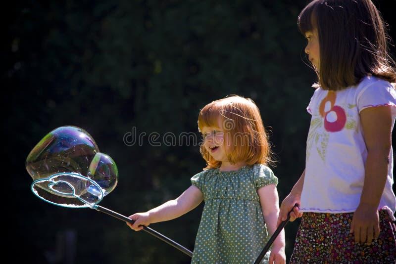 gulgocze dziewczyn sztuka dwa potomstwa obraz stock