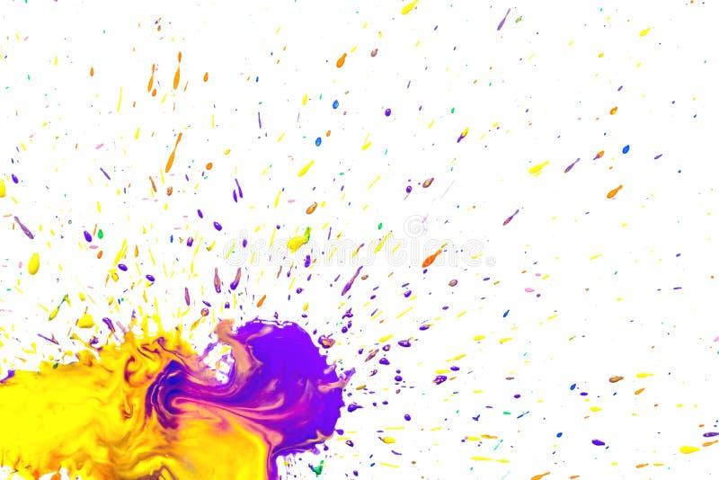 Guling-violetta vattenfärgfläckar som isoleras på vit royaltyfri illustrationer