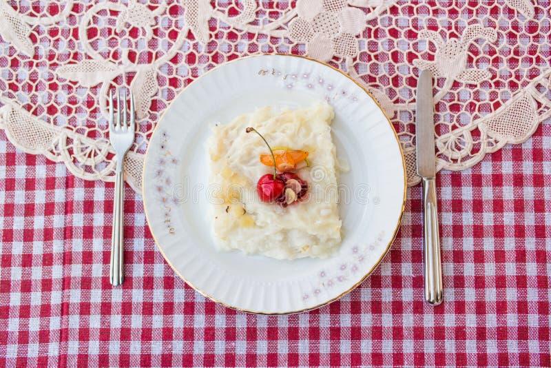 Gullac/turkiska traditionella Ramadan Dessert royaltyfri foto