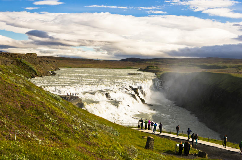 Gullfoss guld- nedgångvattenfall i kanjonen av den Hvita floden arkivfoton