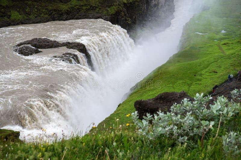 Gullfoss, najwięcej spektakularnego waterall, dwa kaskady na Hvita Rzecznym bębnowaniu w głębokiego wąwóz obraz royalty free
