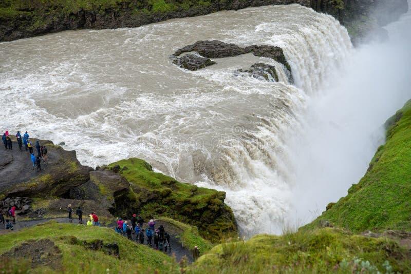 Gullfoss, najwięcej spektakularnego waterall, dwa kaskady na Hvita Rzecznym bębnowaniu w głębokiego wąwóz Iceland zdjęcie stock