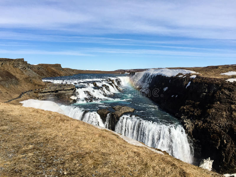 Download Gullfoss-Wasserfall, Regenbogen, Blauer Himmel, Island Stockbild - Bild von wasserfall, tourist: 96928149