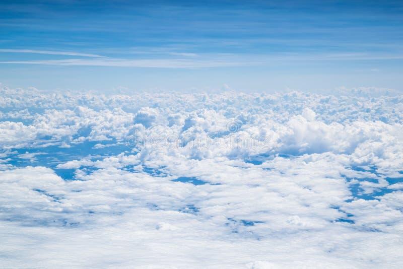 Gullig couldy himmel arkivbild