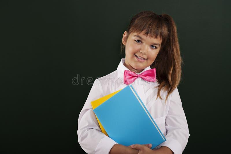 Gullig elev med böcker royaltyfri fotografi