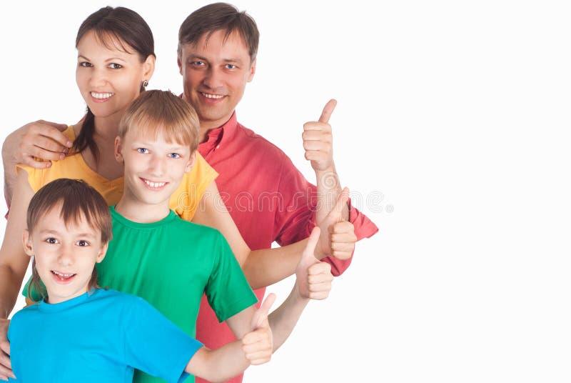 gullig familj fyra arkivfoto