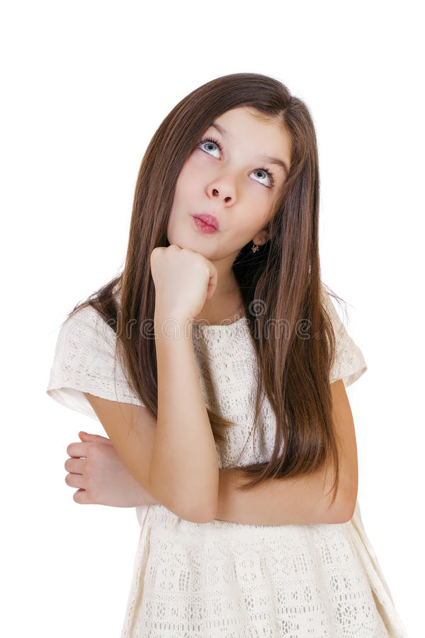 Gullig flicka djupt i tanke som bort ser arkivbild