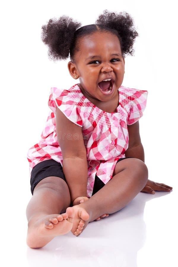 gullig flicka för afrikansk amerikan som little skrattar arkivbild