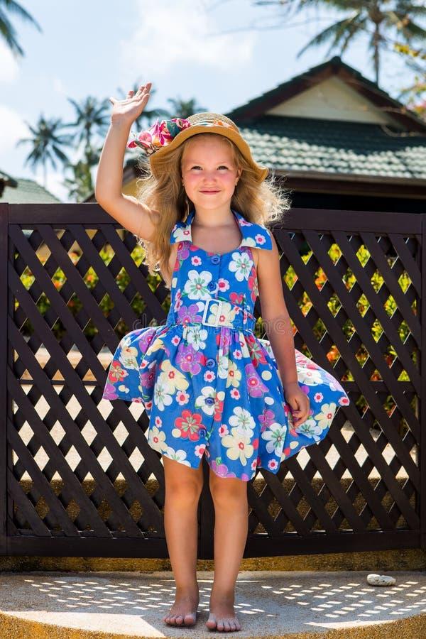 gullig flicka för strand arkivfoton