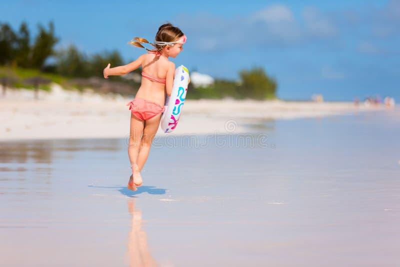 gullig flicka för strand little royaltyfria bilder
