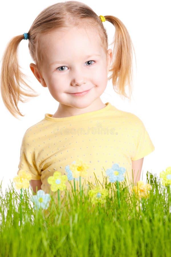 gullig flicka little ståendefjäder royaltyfri foto