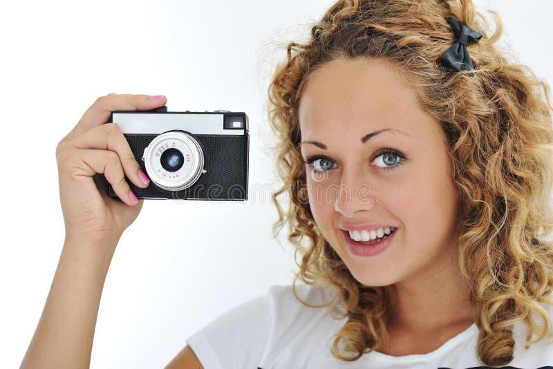 Gullig flicka med kameran royaltyfria foton