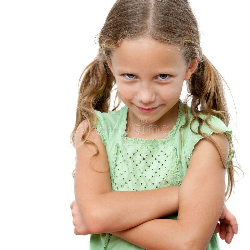 Gullig flicka med styggt framsidauttryck. fotografering för bildbyråer