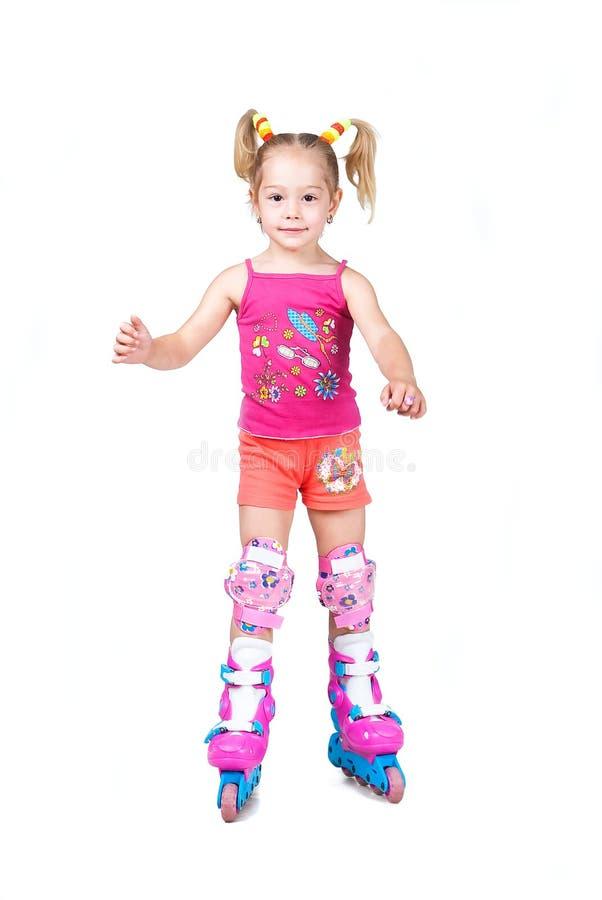 gullig flicka som isoleras little åka skridskor white för rulle royaltyfri fotografi