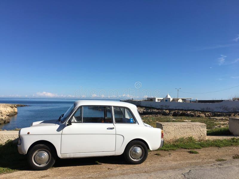 Gullig italiensk bil royaltyfria bilder