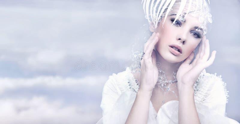gullig kvinna arkivfoto