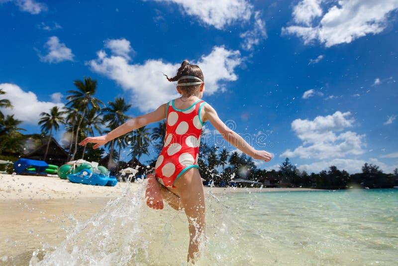 Gullig liten flicka på semester royaltyfria bilder