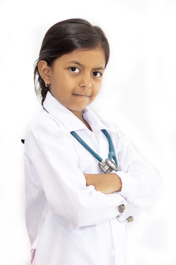 Gullig liten flickadoktor med likformign fotografering för bildbyråer