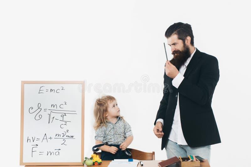 Gullig pojke och lärare royaltyfri bild