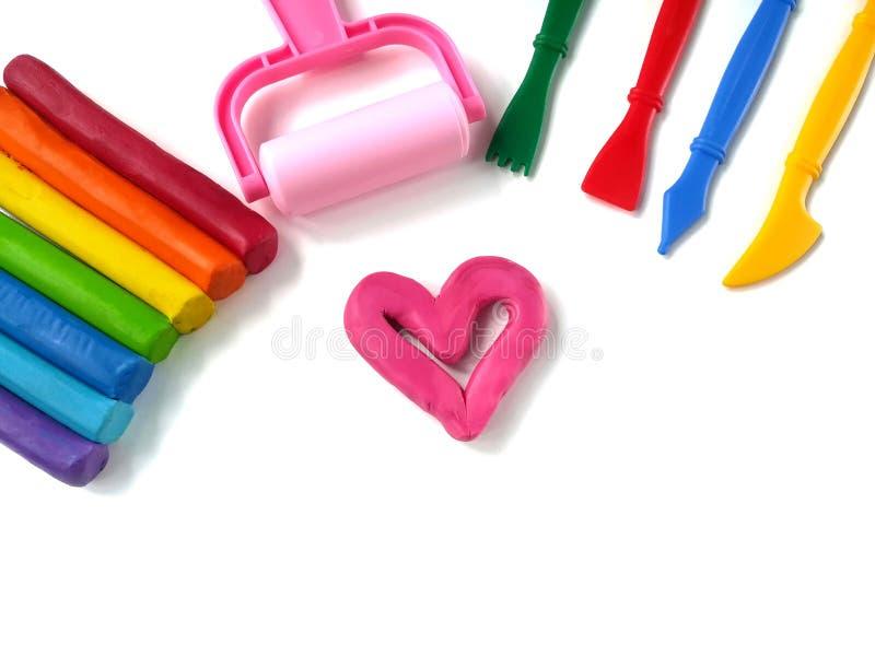 Gullig rosa hjärtaplasticinelera, färgrik pinnedeg, variation som spelar utrustning royaltyfri fotografi
