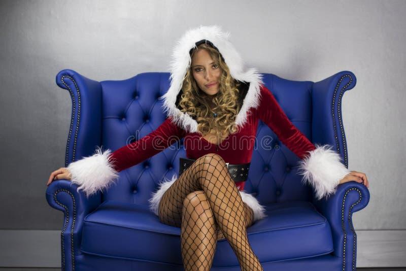 Gullig santa kvinna royaltyfri fotografi