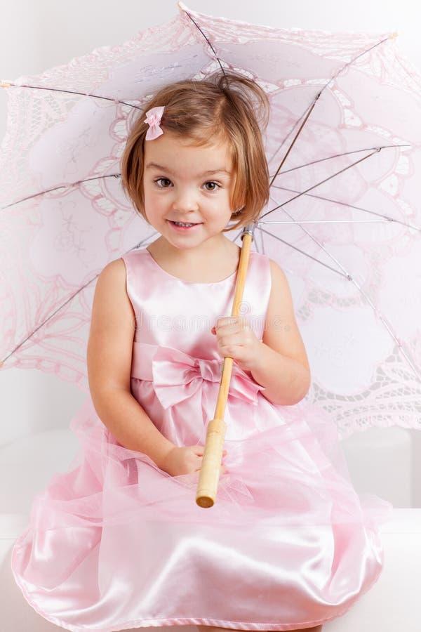 Gullig skämtsam lite princess fotografering för bildbyråer