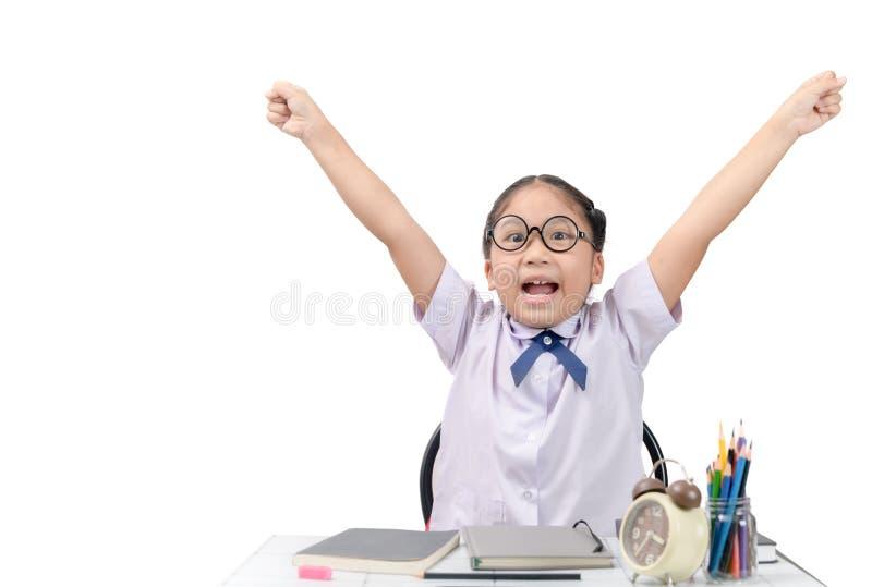 Gullig student som är lycklig efter färdig läxa arkivbilder
