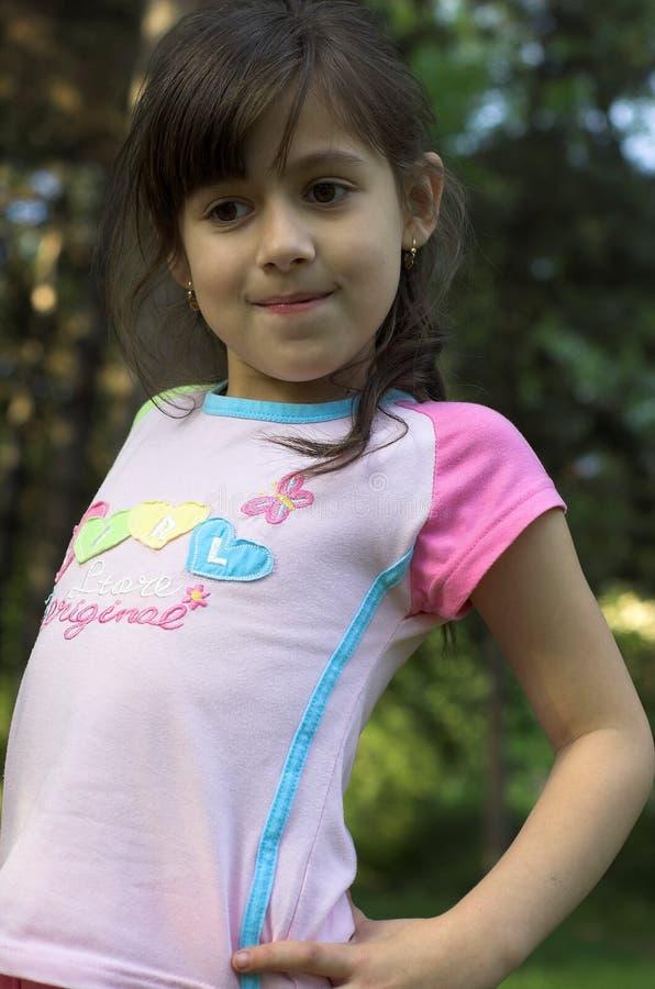Gullig ung flicka arkivfoto