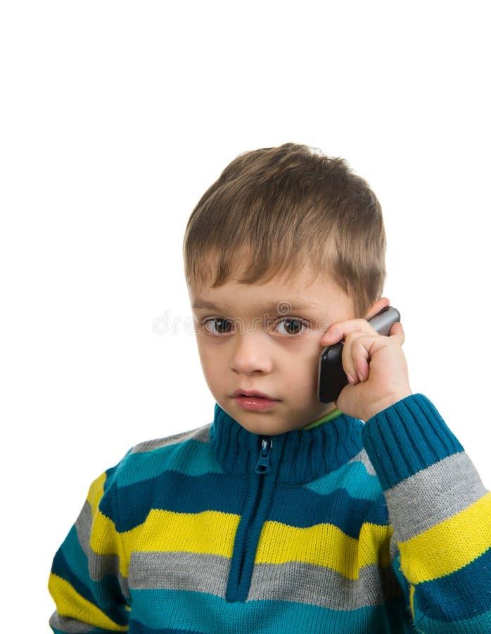 Gullig unge med mobiltelefonen royaltyfri bild