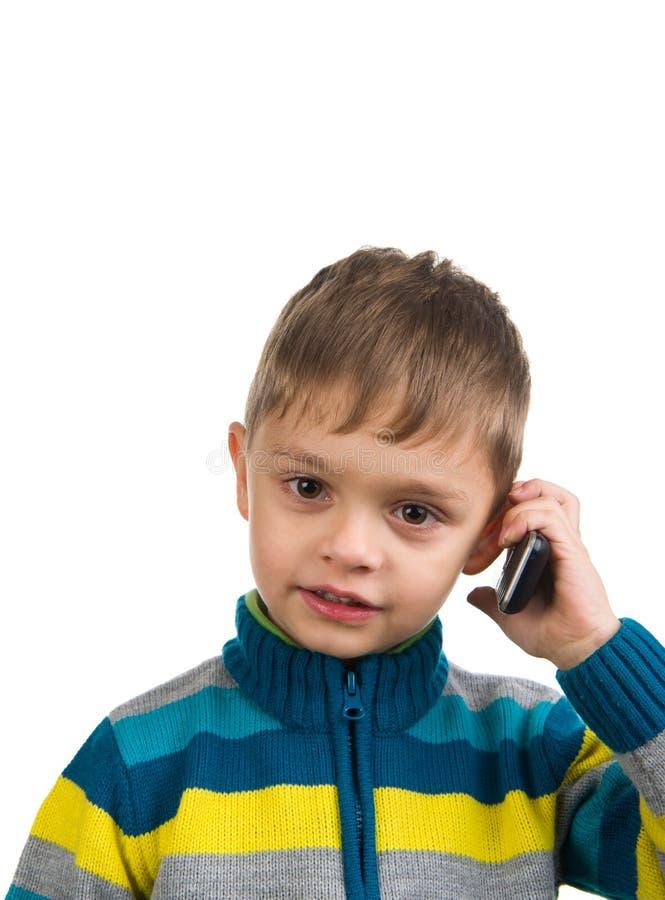 Gullig unge med telefonen fotografering för bildbyråer