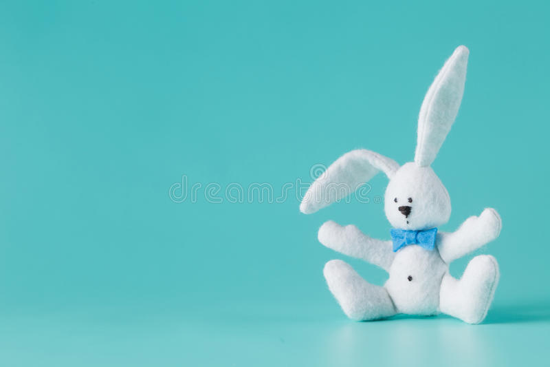 Gullig vit kaninleksak royaltyfria bilder