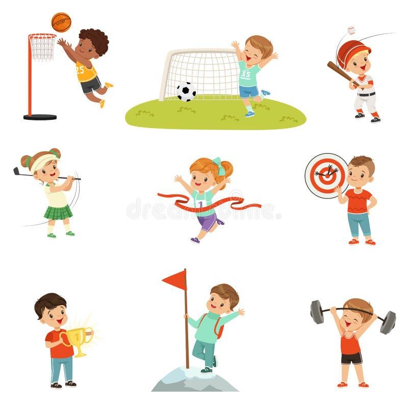 Gulliga små barn som spelar olika sportar som är footbal, fotboll, golf, basket, baseball, bågskytte som klättra i berg vektor illustrationer