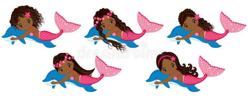 Gulliga små sjöjungfruar för vektor som simmar med delfin Vektorafrikansk amerikansjöjungfruar royaltyfri illustrationer