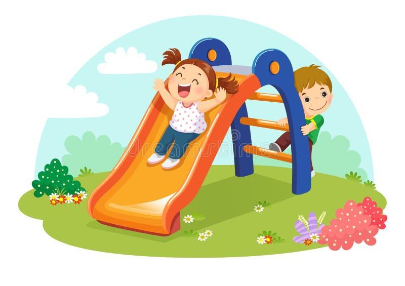 Gulliga ungar som har gyckel på glidbana i lekplats stock illustrationer