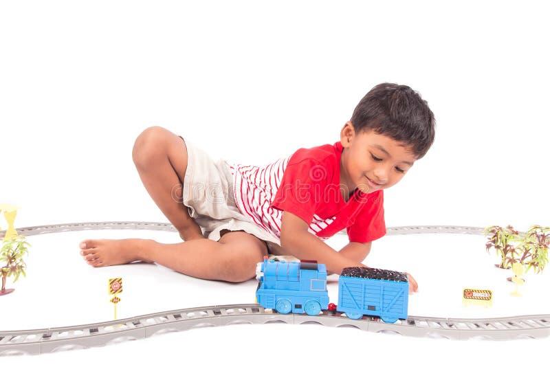 Gulligt asiatiskt drev för pojkelekleksak arkivfoto