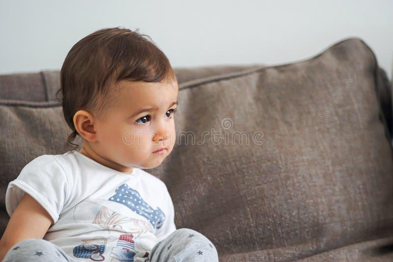 gulligt barn arkivfoto
